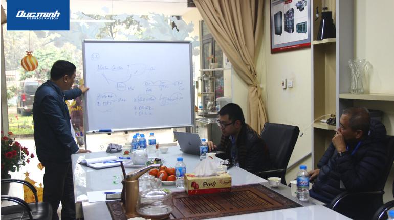 Ông Vũ Văn Minh - Giám đốc Công ty Đức Minh chia sẻ các giải pháp bảo quản, chiết rót bia