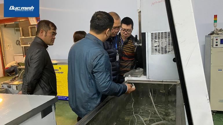 Trực tiếp kiểm tra nhiệt độ trong khoang tủ bảo quản